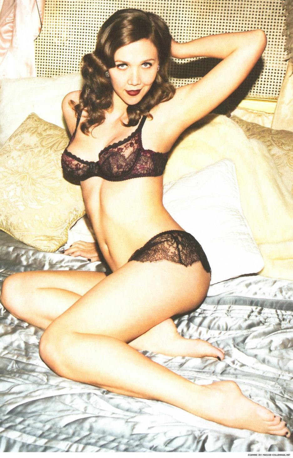 Maggie Gyllenhaal in lingerie