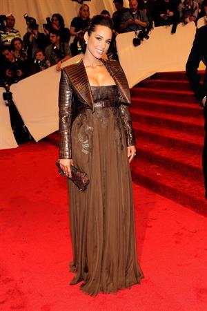 Alicia Keys metropolitan museum of art costume institute benefit 02 05 11