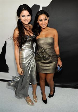 Selena Gomez 2010 attending MTV video music awards on September 12, 2010