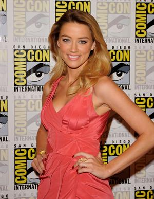 Amber Heard drive angry 3d press room on day 2 of comic con 23 07 10