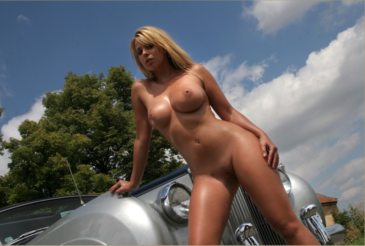 college-rolls-royce-nude-models-showing