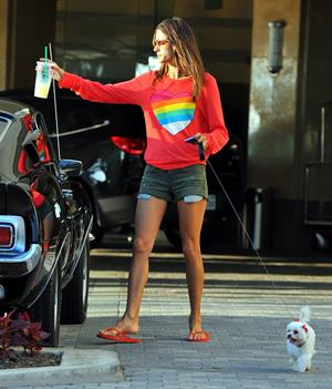 Alessandra Ambrosio in Santa Monica 29.09.11