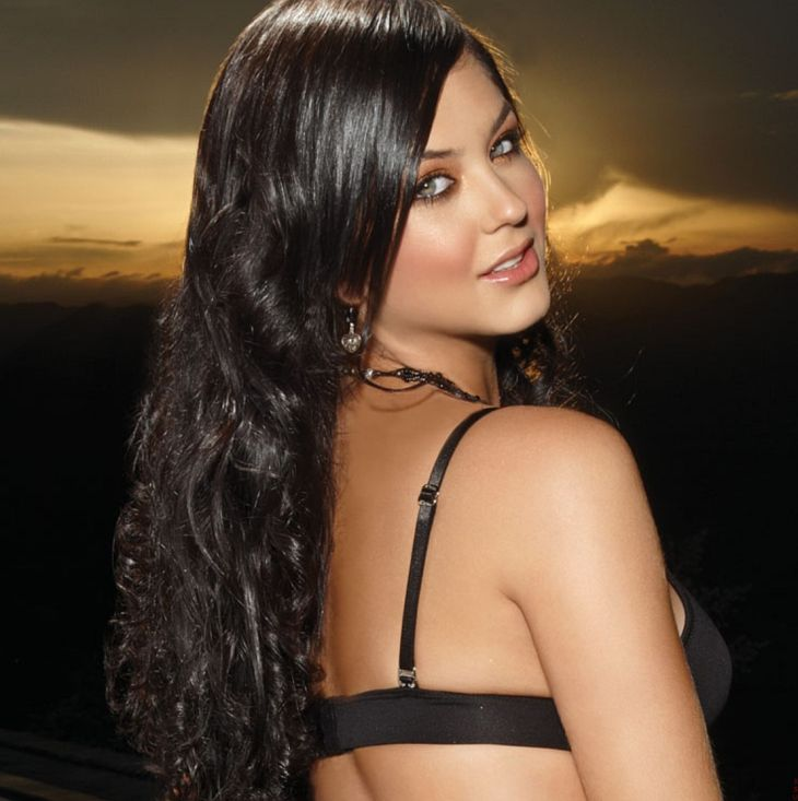 Camila Davalos Nude - 5 Pictures: Rating 8.63/10