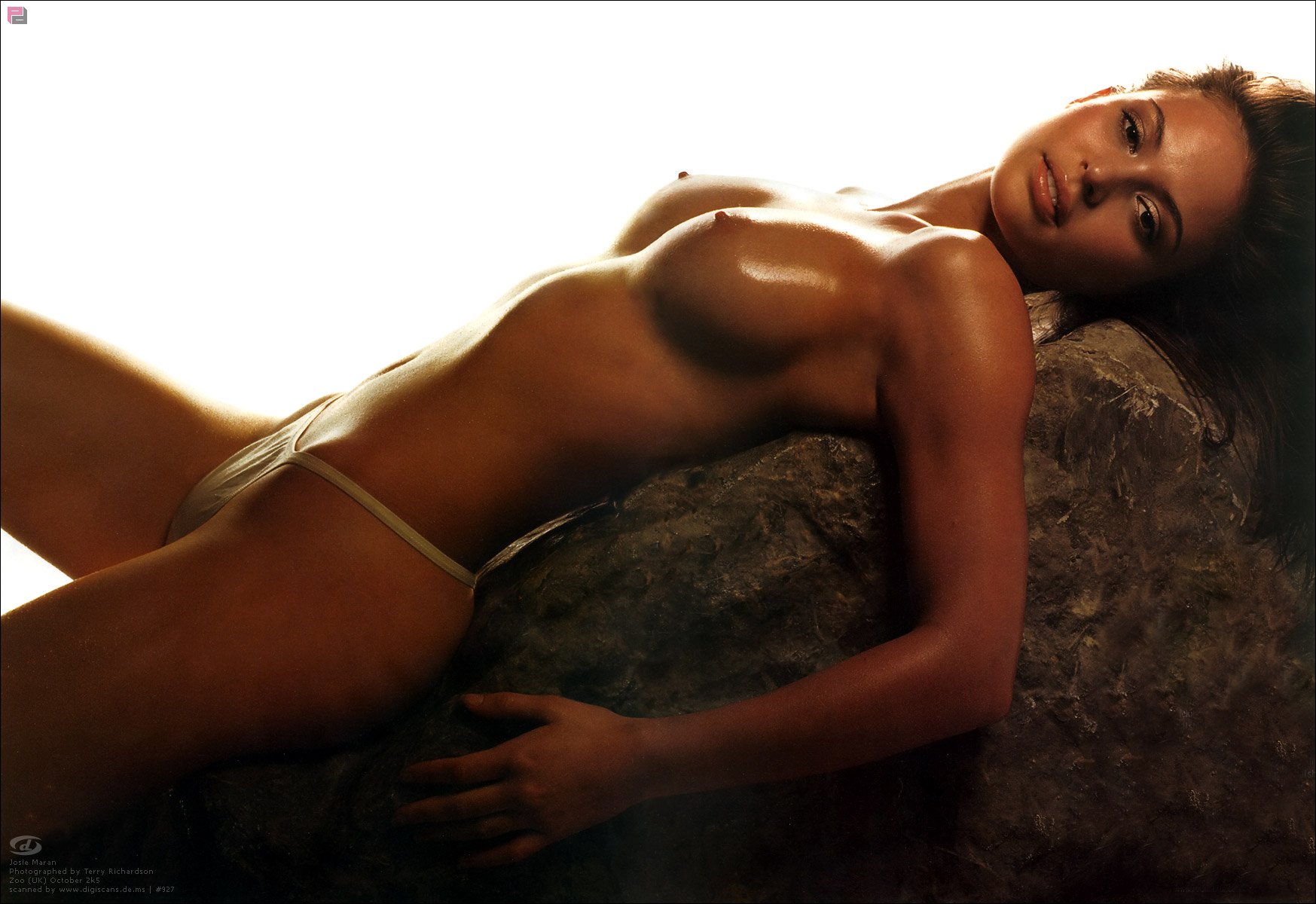 Nude hot women island