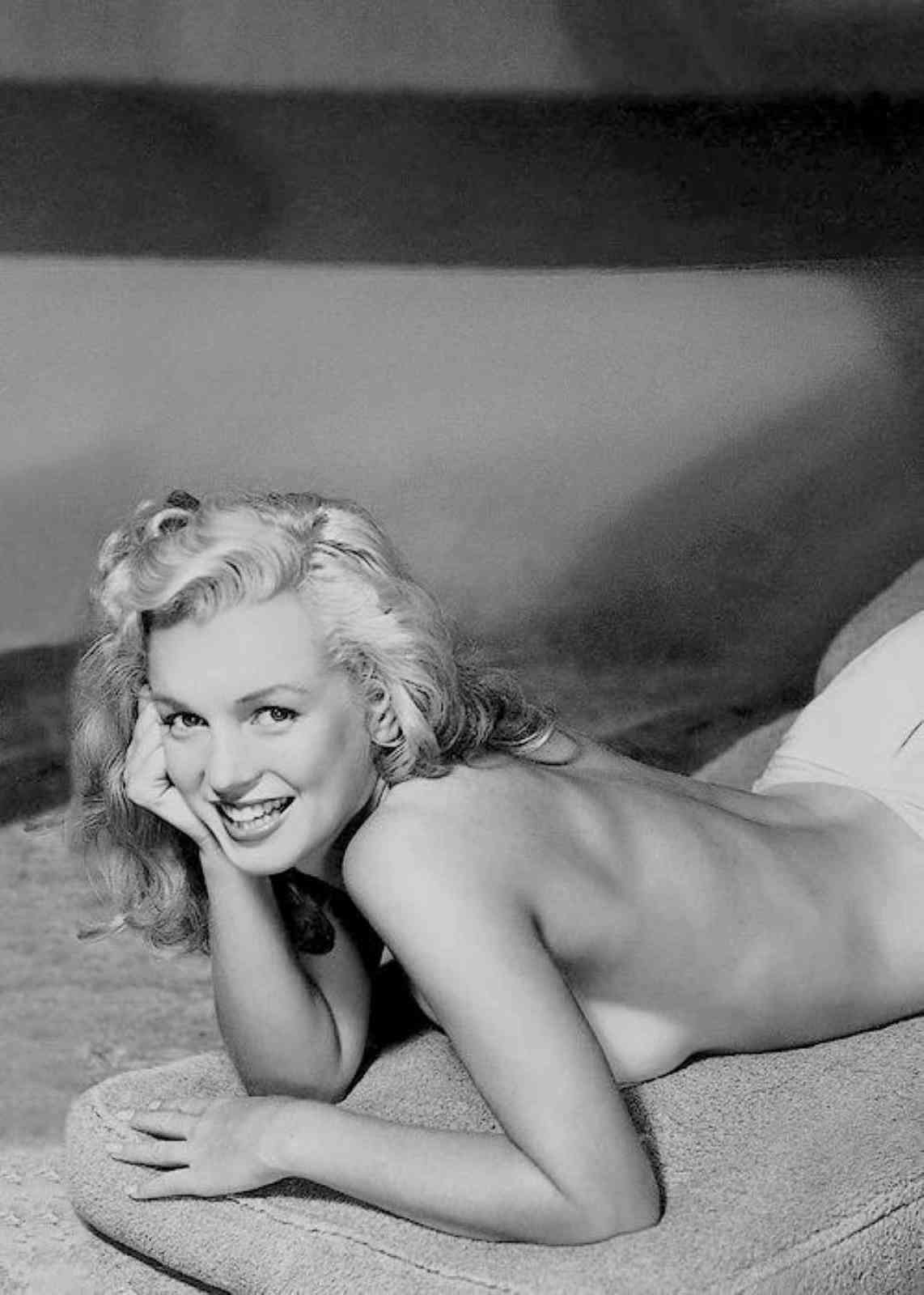 Lovely nude marilyn monroe, sugar rush lesbian video clip