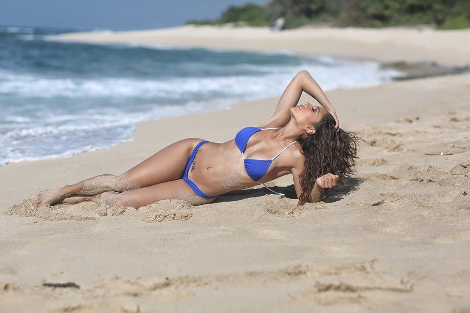 Bikini girl hot hot hot