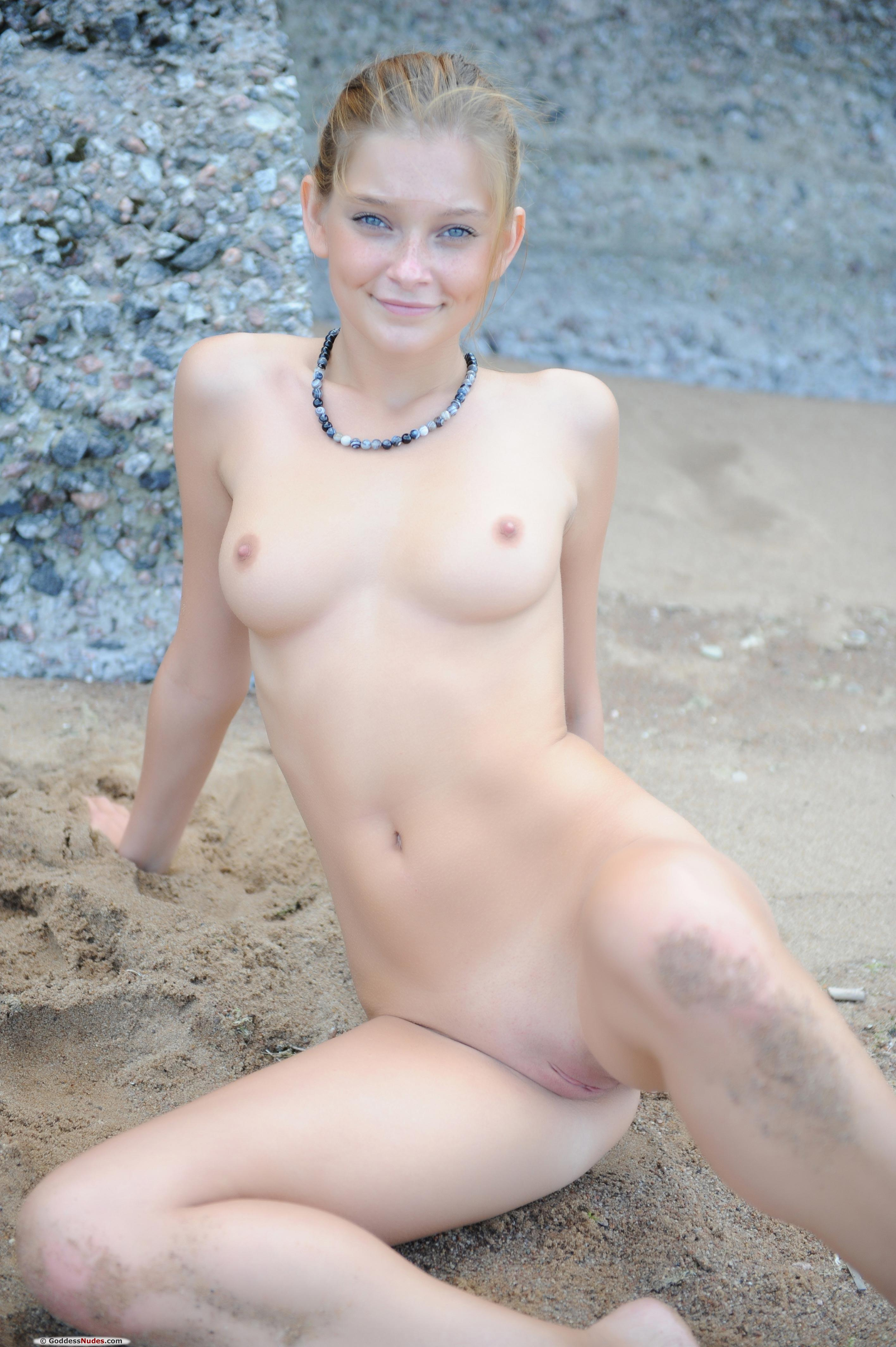 Indiana Belle - pussy and nipples