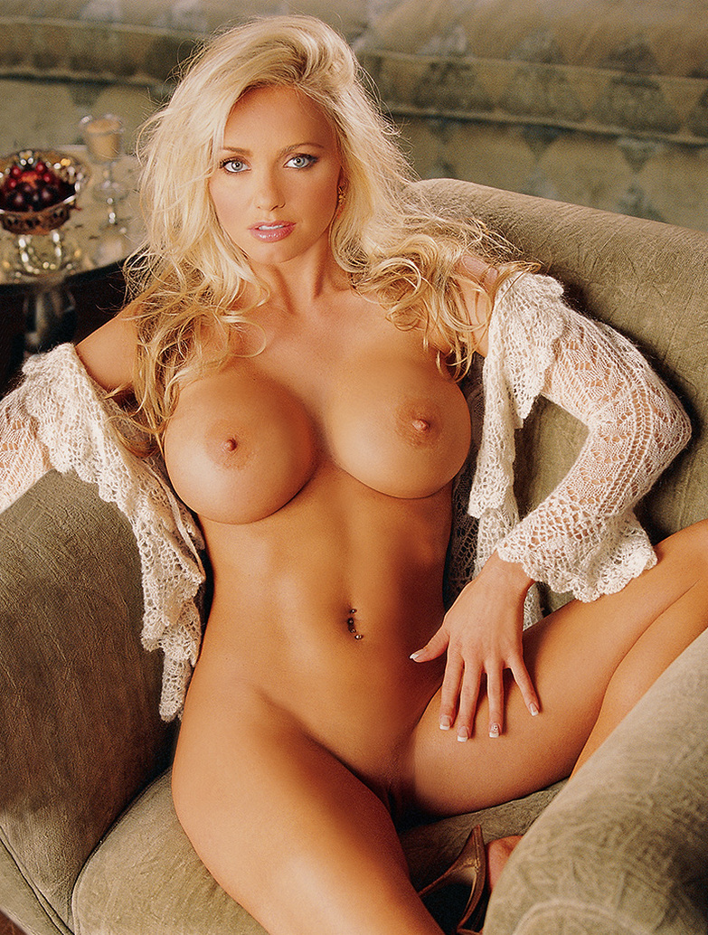 claudia nude schiffer blow job