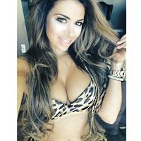Italia Kash in a bikini taking a selfie