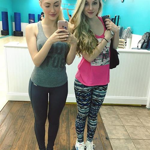 Anna Faith in Yoga Pants taking a selfie
