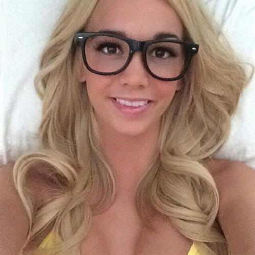 Caitlin Arnett taking a selfie