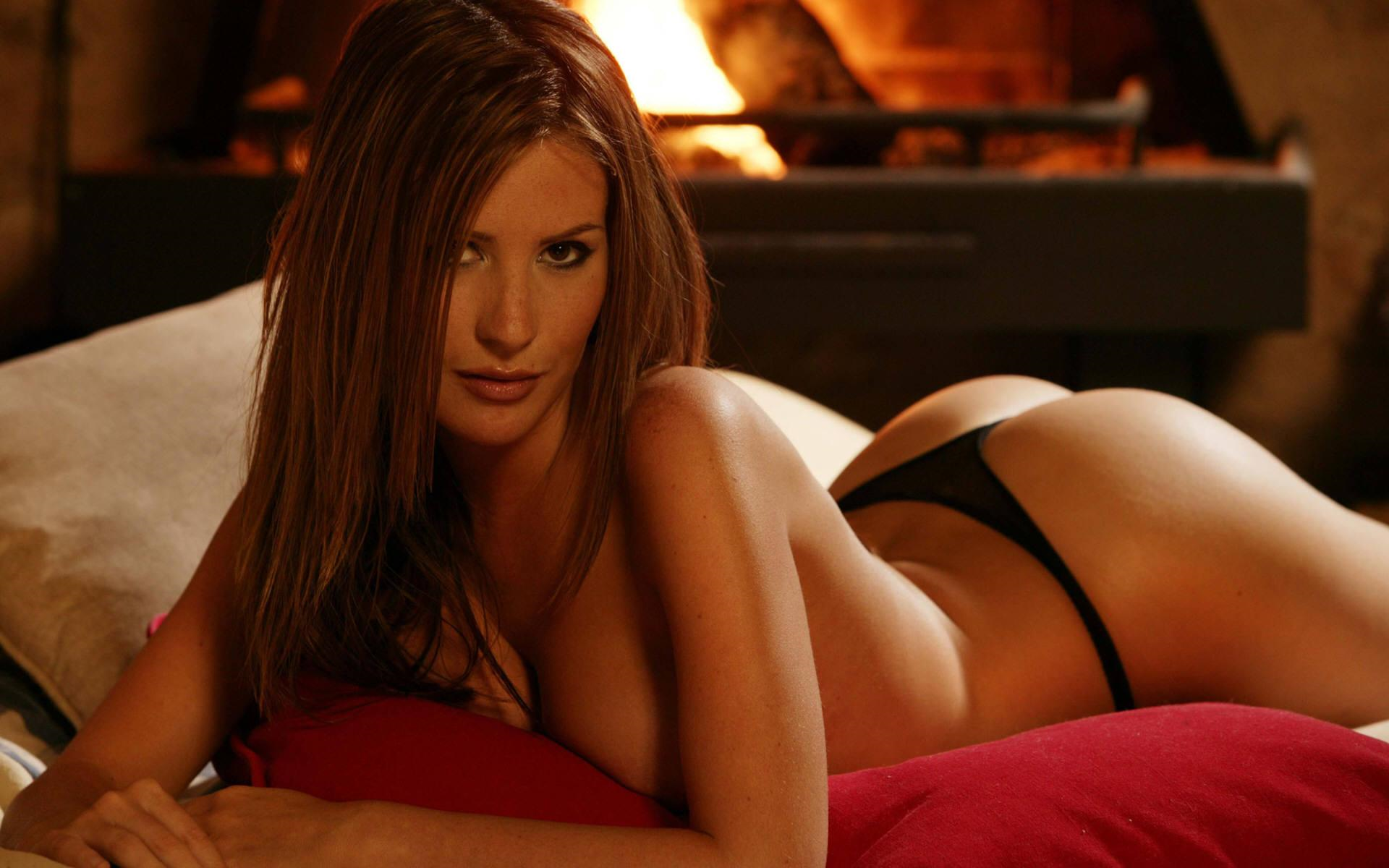 Angie Everhart in lingerie - ass