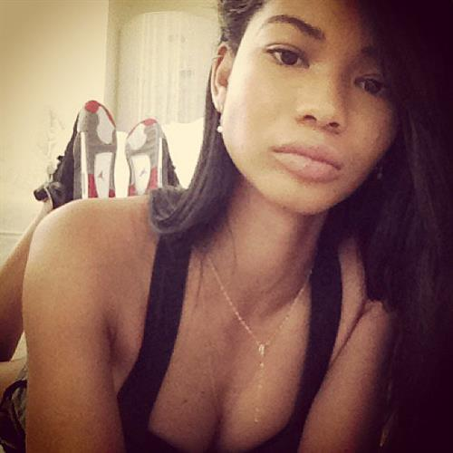 Chanel Iman taking a selfie
