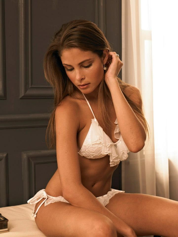 Bruna Loureiro in lingerie