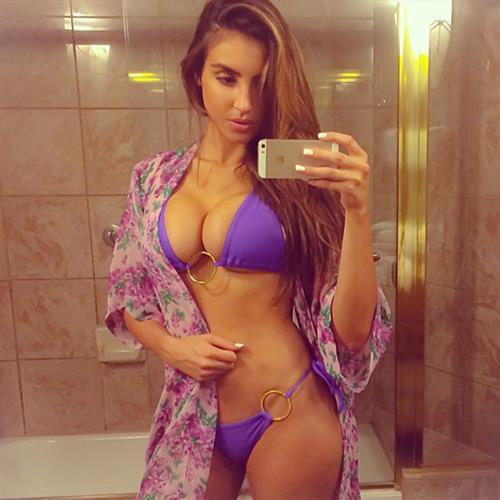 Kelly Karloff in a bikini taking a selfie