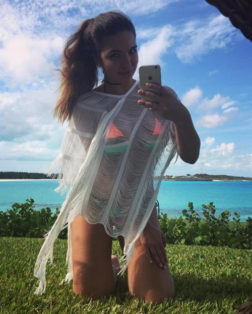 Jessica Ashley taking a selfie