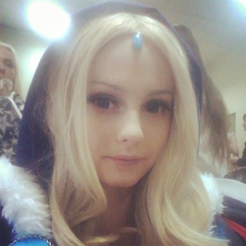 Denika Kiomi taking a selfie