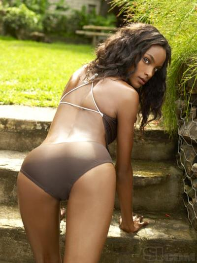 Quiana Grant in lingerie - ass