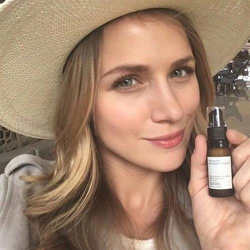 Shantel VanSanten taking a selfie