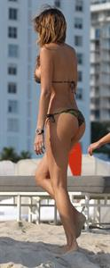 Aída Yéspica in a bikini - ass