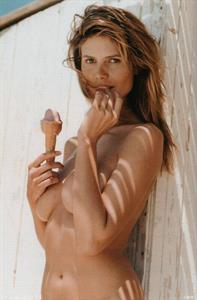 Heidi Klum topless eating ice-cream... Yummy!