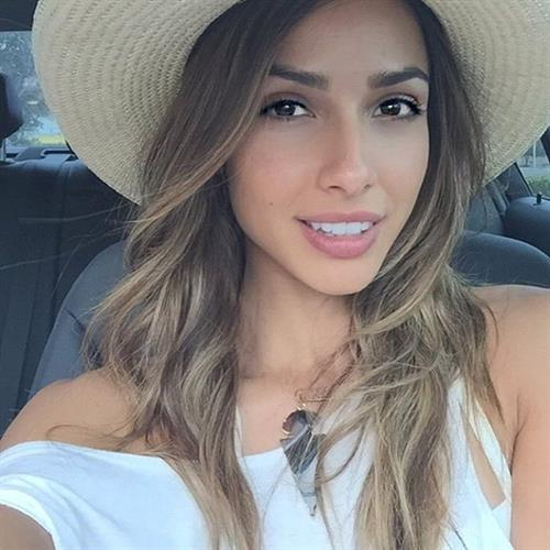 Elisa Michele Maturo taking a selfie