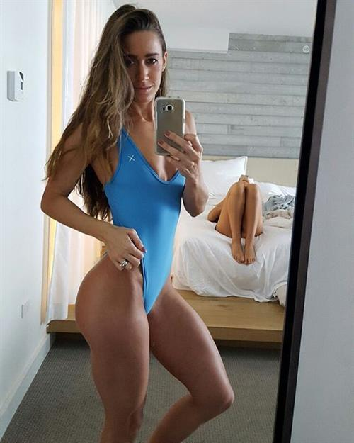Valentina Lequeux taking a selfie
