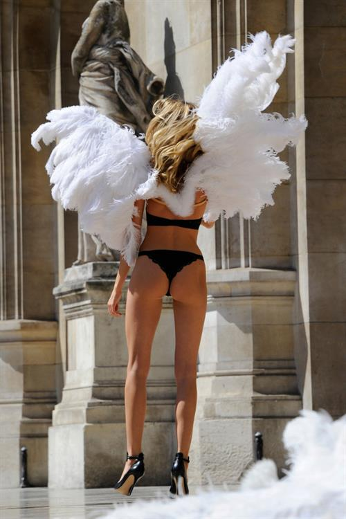 Martha Hunt in lingerie - ass