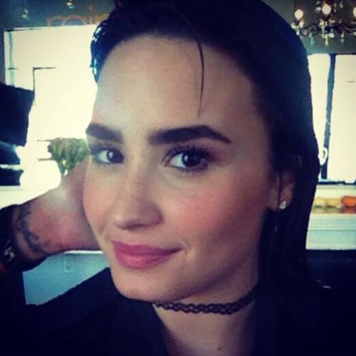 Demi Lovato taking a selfie