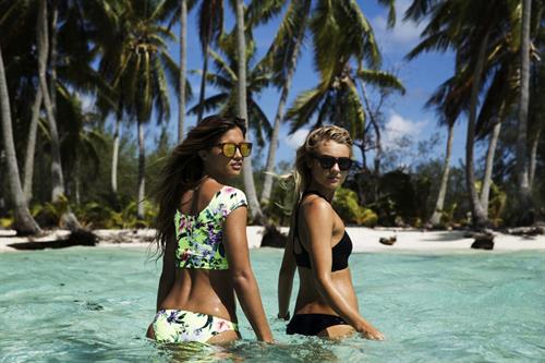 Elyse Knowles in a bikini