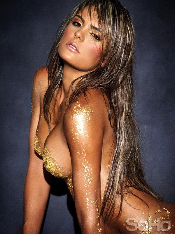 Vaneza Pelaez in body paint