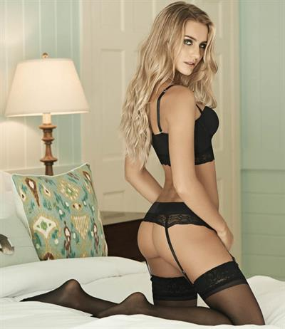 Camila Giovagnoli in lingerie - ass