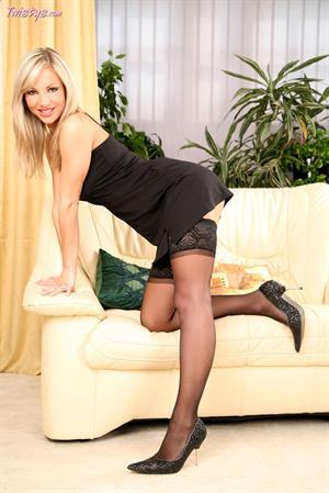 Vendula Bednarova in black lingerie for Twisty's