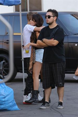 Selena Gomez - On the set of 'Feed the Dog' in Los Angeles Augusts 29, 2012