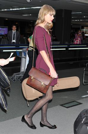 Taylor Swift at Narita International Airport November 24, 2012