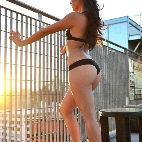 Arley Elizabeth in a bikini - ass