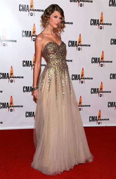 Taylor Swift the 43rd Annual CMA awards