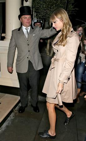 Taylor Swift arrives at her hotel after Factor at Wembley Stadium October 5, 2012