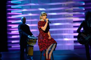 Taylor Swift - Stand Up To Cancer benefit in Los Angeles - September 7, 2012