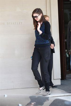 Anne Hathaway candids in London August 24, 2011