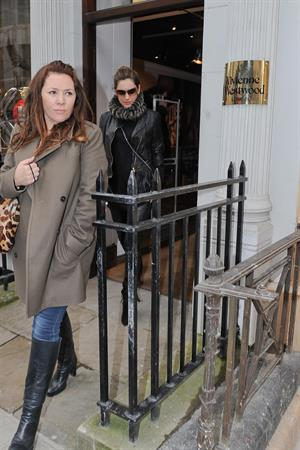 Kelly Brook - Looking for new clothes in London (13.02.2013)