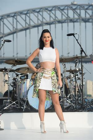 "Katy Perry – ""Sunrise"" performance in Sydney 10/29/13"