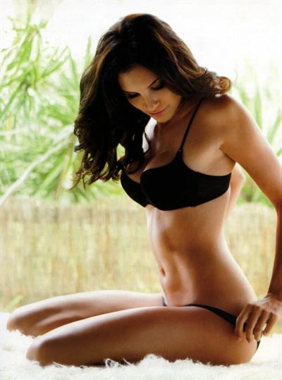 Daniela Ruah in lingerie