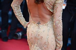 Eva Longoria in a Versace dress at the premiere of Le Passe in Cannes (17.05.2013)