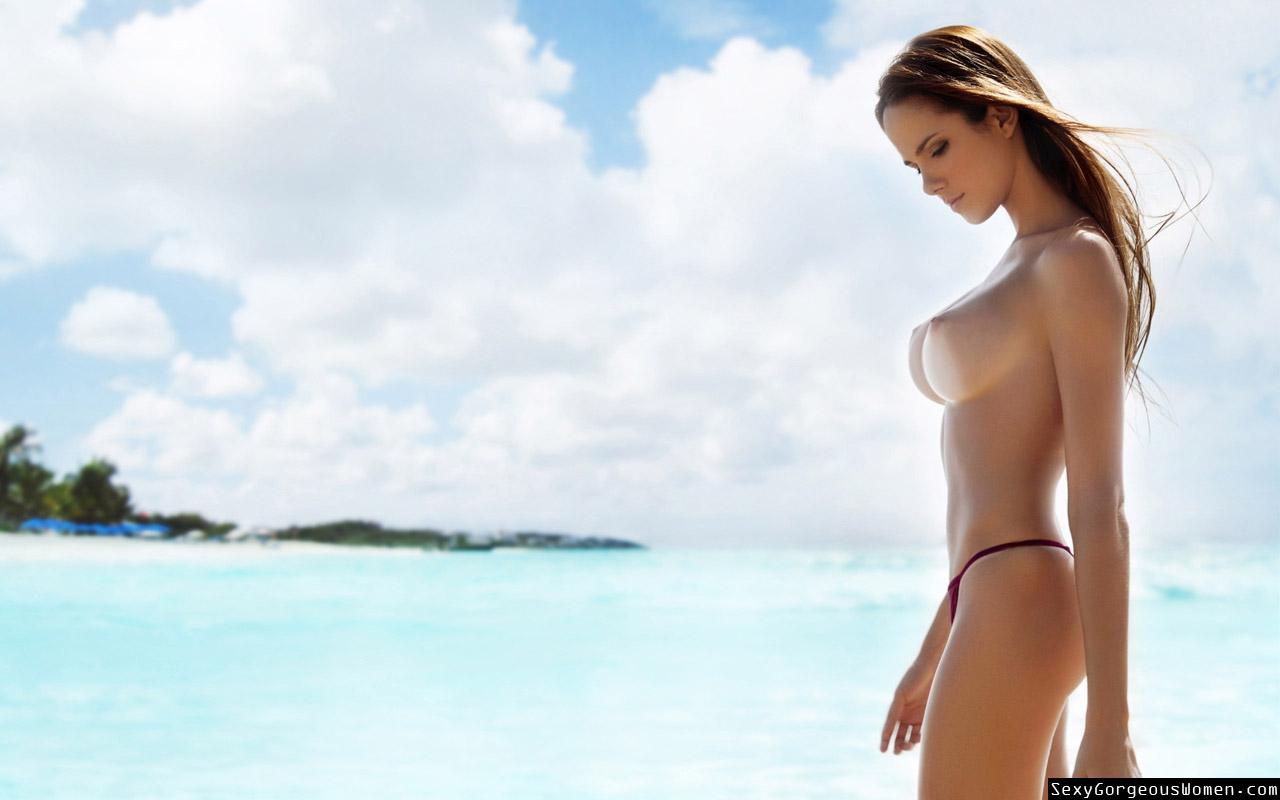 100 Images of Aneta Kowal Topless