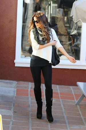 Kate Beckinsale at Brentwood Country Market October 31-2013