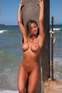 Dana Harem gets nude at the water front