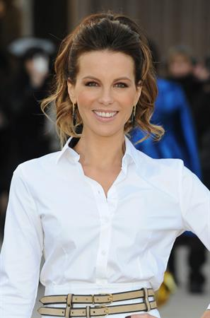 Kate Beckinsale Burberry Prorsum show at London Fashion Week 2/18/13