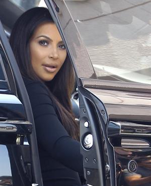 Kim Kardashian - Spotted inside a Rolls Royce in Los Angeles (31.05.2013)