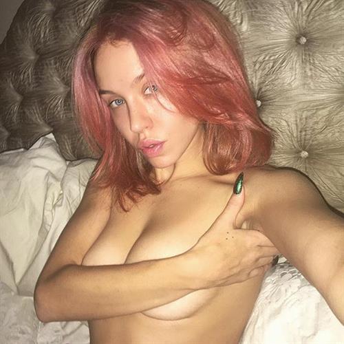 Imogen Anthony taking a selfie